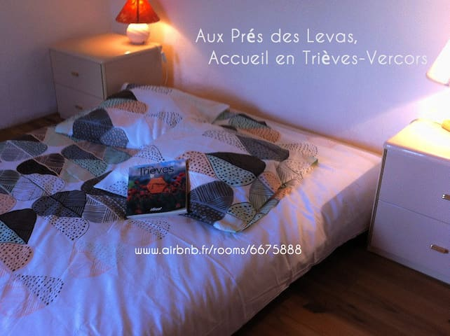 Aux Prés des Levas, bio-eco-lodge - Mens - Earth House