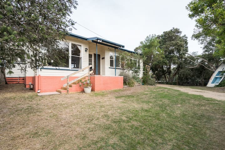 Waitemata Holiday House 150m to Tyrone Foreshore