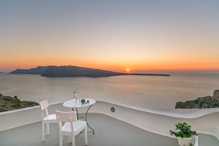 SUNSET CAVE HOUSE IN OIA - เอีย