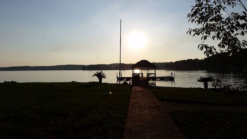 New: Carl's Point - An Amazing Lake Norman Setting