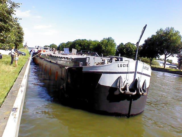 Spits-Lucie B&B - Izegem - Båd