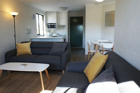 A two bedroom unit with a touch of luxury. - South Perth - Lakás