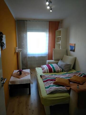 Schönes Zimmer in Freiburg . Zentral