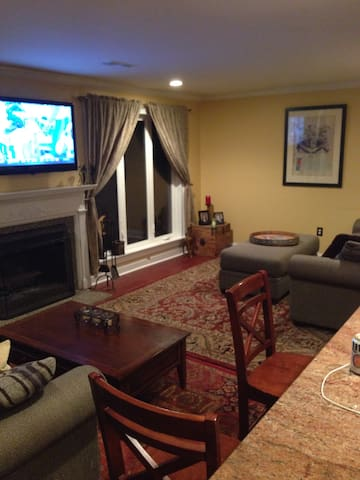 Newly renovated townhome close to town - Doylestown