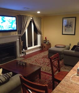 Newly renovated townhome close to town - Doylestown - 连栋住宅