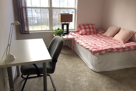 Sunny and Cozy Private Room [Female Preffered]