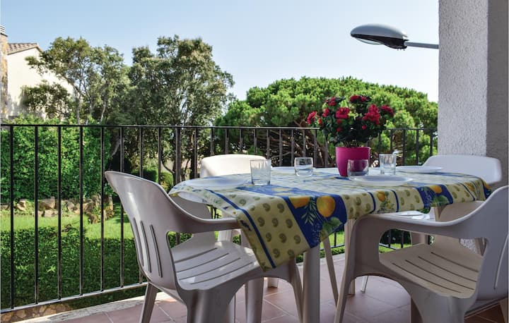 Stunning home in Sant Feliu de Guixols with WiFi and 4 Bedrooms
