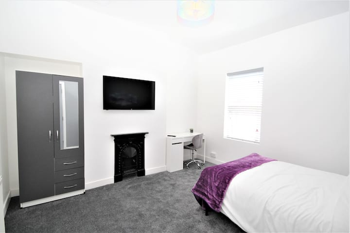 Comfortable Four Bedroom City Centre House