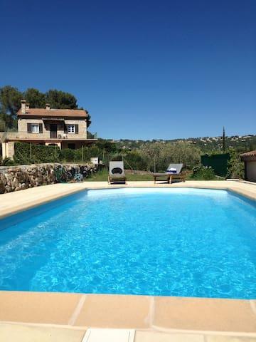 Cosy apartment in villa with pool  - Mouans-Sartoux - Apartamento