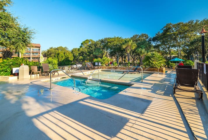 A lap pool, hot tub, and Har-Tru tennis courts highlight this oceanfront getaway