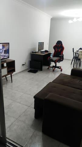 Quarto em Apartamento em Santana