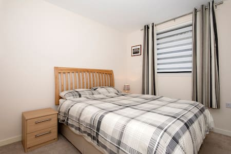 Aberdeen 2 Bedroom Apartment, Parking and WiFi