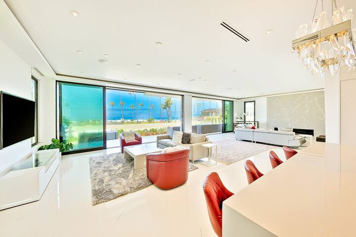 Lux @ the Shores: Contemporary Villa with Jacuzzi, A/C and amazing ocean views