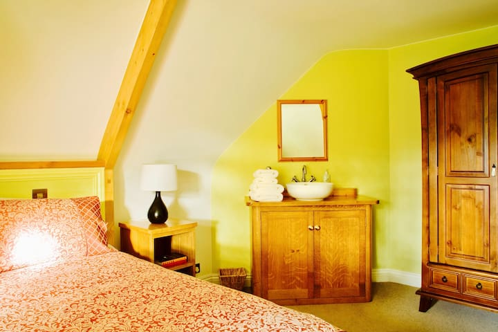 Thackeray's Room (Large Double)