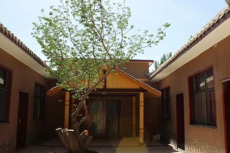 鹿野游沙·乐舍(鸣沙山月牙泉旁)舒适双人房|独立卫浴|免费停车|开放厨房