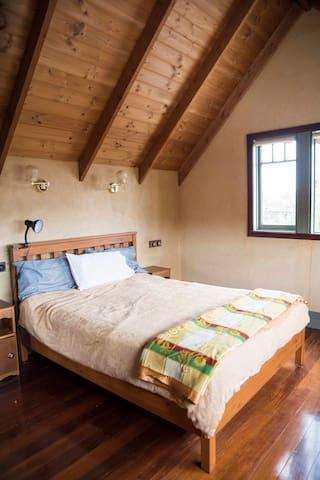 Bedroom 3 Mezzanine Queen Bed