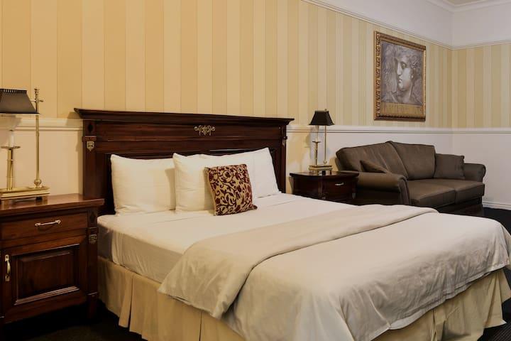 Redearth Sofa Suite
