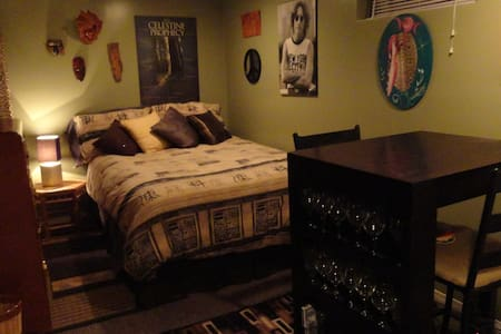 Cozy space with private bathroom - Winnipeg - Bed & Breakfast