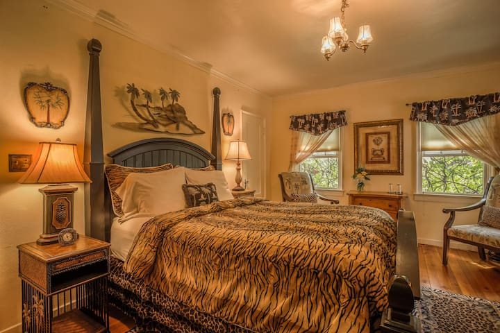 Paradise Room - Queen Bed