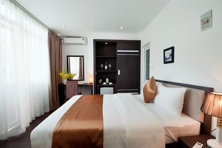 Deluxe City View room in Hanoi - hanoi  - Inap sarapan