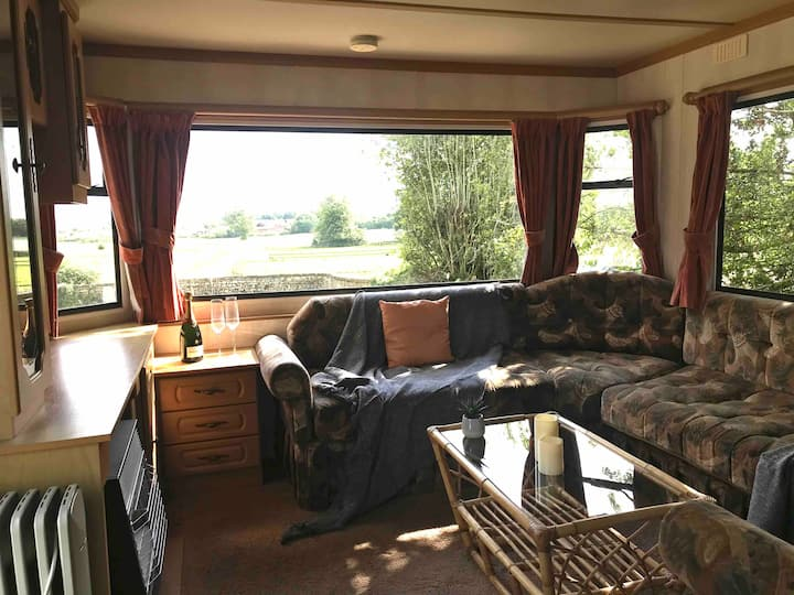 Cosy static caravan on private livery yard
