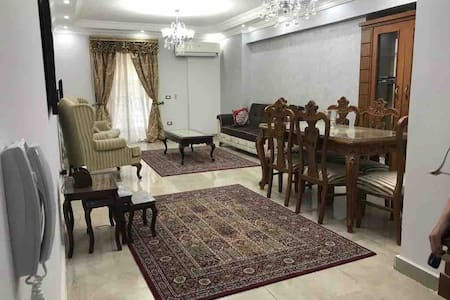 cozy apartment with GREAT location!! Mohandeseen