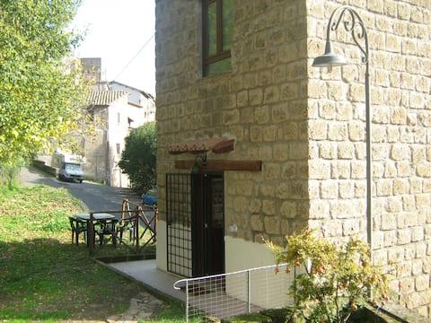 Romantica torretta via Francigena