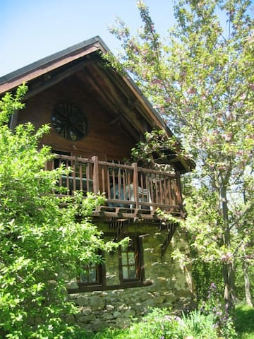 Natural Rustic Streamside Chalet - Moulis - Huis