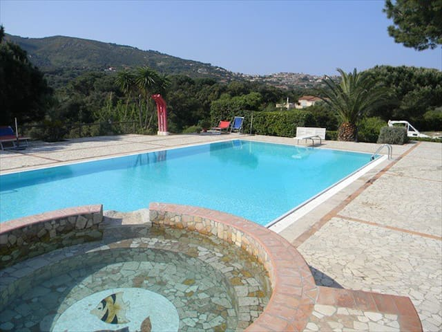 Appartamento con piscina isola elba wohnungen zur miete for Isola gonfiabile piscina