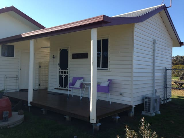 The Pad-A Country Bungalow-10 minutes to Shepp CBD