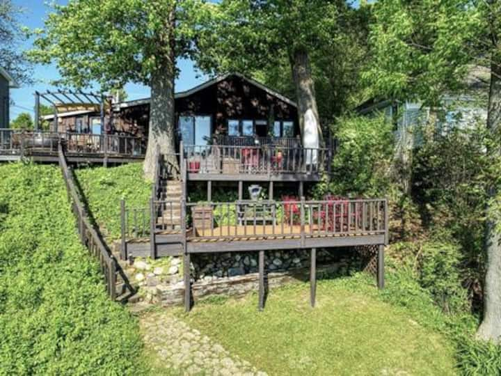 Reynolds Lake Getaway with Water View and Access