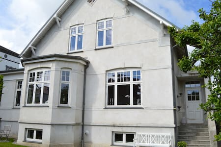 Pefect location for large family - Хеллерупе - Вилла