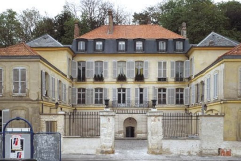 Historical Villa Paris-Versailles - Apartments for Rent in ...