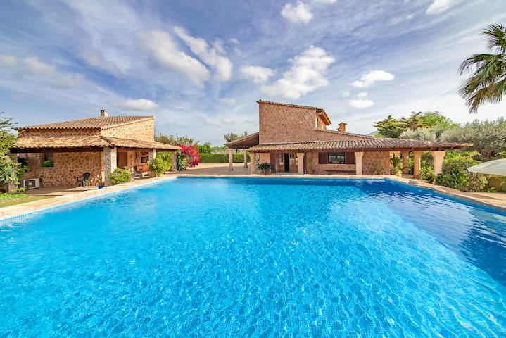 Spacious property with pool - Villa Comptesses Gran