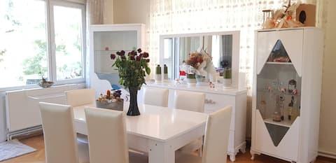 דירה מרווחת וביתית מיקום מצוין!