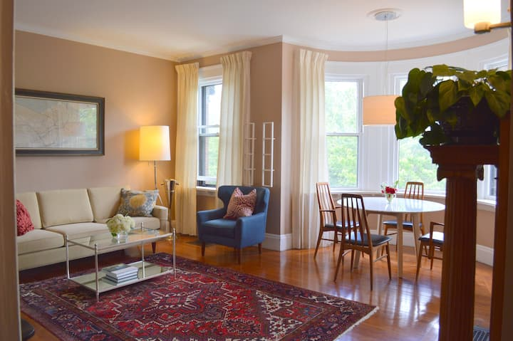 Quiet Room in Classic Back Bay Brownstone