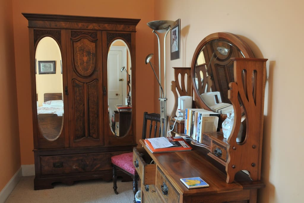 Gorgeous antiques, and books in the room