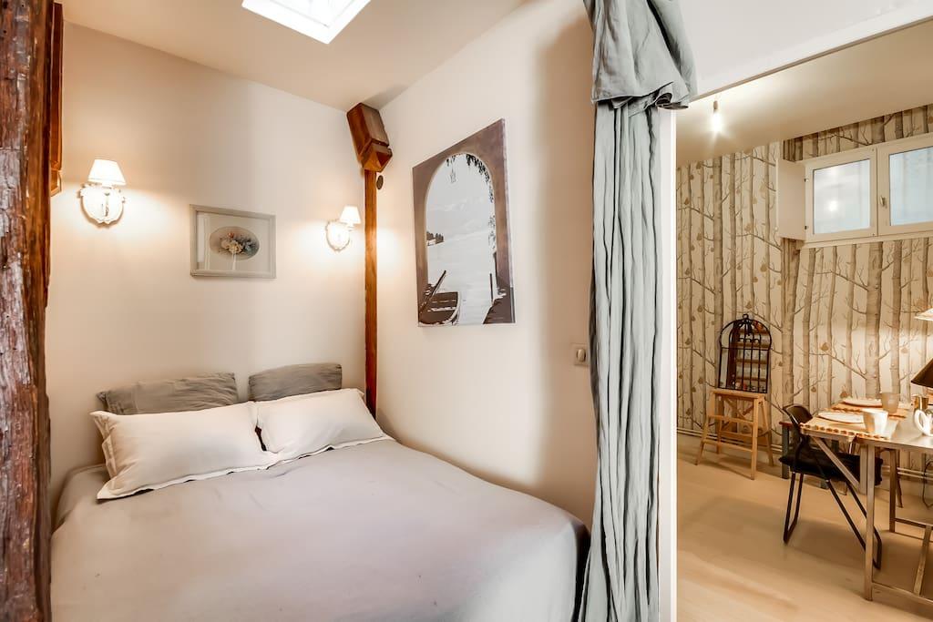 Le lit-double dans l'alcôve - The double bed in the alcove