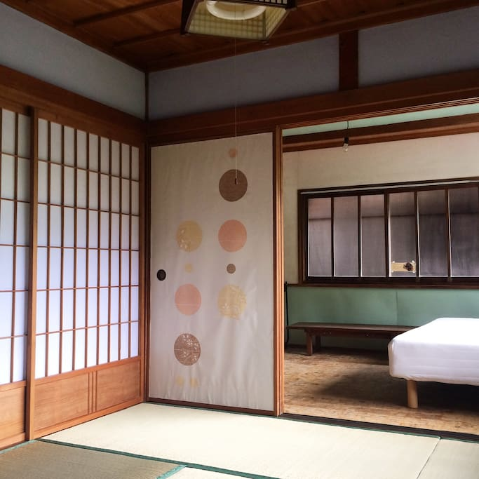 和室と洋室はふすまで仕切れます。you can divide the Japanese room and western room with FUSUMA(Japanese sliding door)