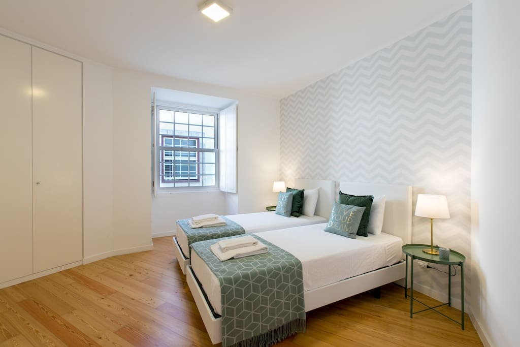 Green Room - In-room A/C. Beds can be joined to form a double bed.
