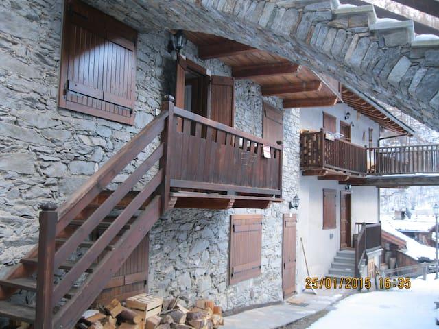 "Casa in montagna indipendente  ""bou de Fache"" - valsavarenche - อพาร์ทเมนท์"