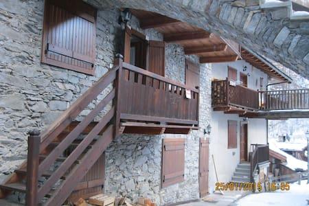 "Casa in montagna indipendente  ""bou de Fache"" - valsavarenche"