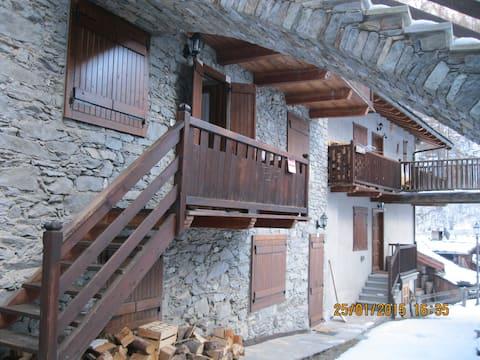 """Casa in montagna  """"bou de Fache"""" loc. Bois de Cln"""