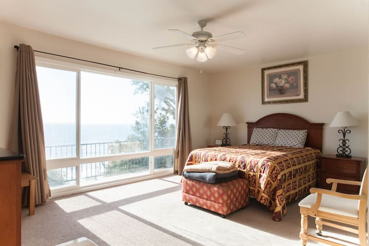 Gorgeous Beachfront Home - San Clemente - Flat