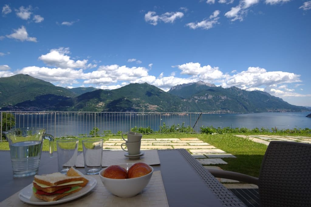 Private garden with table and fabulous lake view
