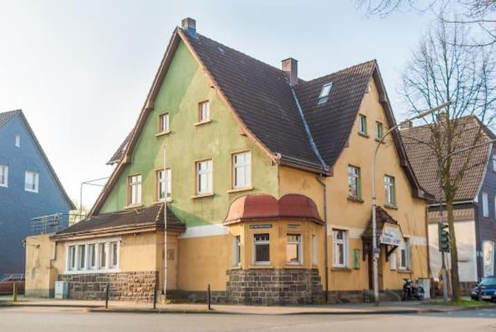 Altbauzimmer in wunderschönem Haus - Witten - House