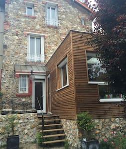 Maison de charme en pierre - Eaubonne - Casa