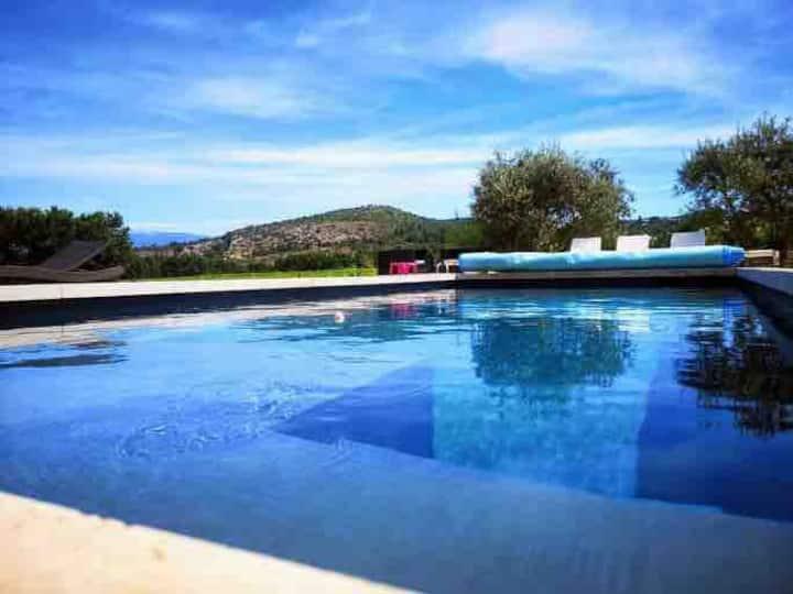 """Gîte """"Le Rosé du Ventoux"""" avec piscine"""