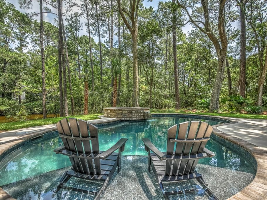 Quiet and Beautiful New Saltwater Pool Area at 5 Highwater