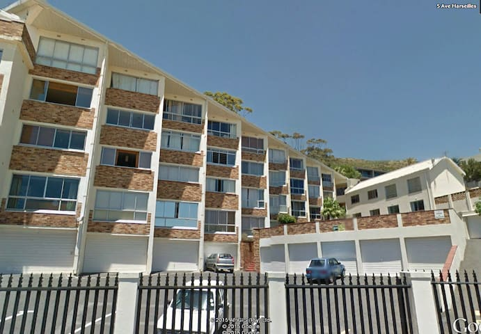 Bright, small and convenient. - Cape Town - Flat
